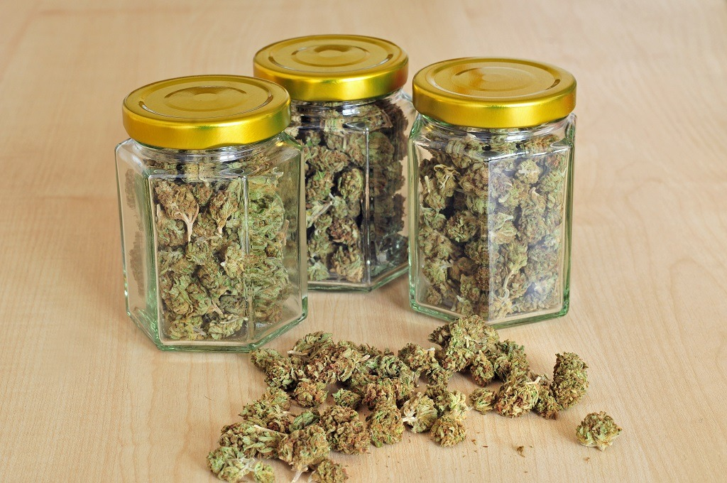 keep weed fresh in a jars