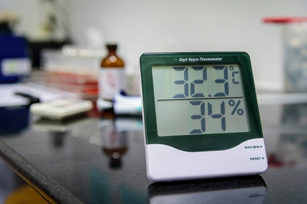 How to Read a Humidity Meter